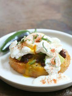 E.A.T.: Fried Green Tomato Huevos Rancheros