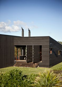 The North Island of New Zealand is definitely one of the most amazing places in the world to have a weekend cabin. Tutukaka House is located north of Ngunguru, a coastal settlement in Northland, NZ. This single-story house certainly complements its surroundings, featuring an entirely wooden structure with a black-stained facade that erupts quietly from …