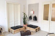 Wieso nicht die Wohnzimmer-Ecke mit DIY-Möbeln einrichten? Es spart kosten und bringt einen tollen inspirierenden und individuellen Stil ins Zimmer! #wohnzimmer #diy #ideen