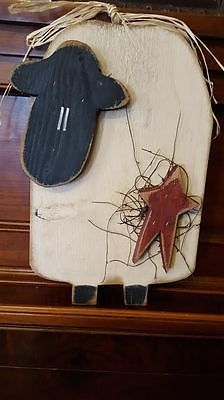 Primitive Country Hanging Wooden Sheep with Star Plaque Sign Wall Decor Primitive Sheep, Primitive Wood Crafts, Primitive Signs, Primitive Homes, Wooden Crafts, Primitive Country, Primitive Bedding, Primitive Kitchen, Primitive Antiques