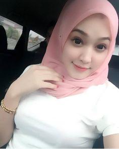 happy dengan life i walaupun serba kekurangan 💛 Beautiful Hijab Girl, Beautiful Muslim Women, Beautiful Eyes, Casual Hijab Outfit, Hijab Chic, Hijab Fashionista, Muslim Beauty, Military Women, Girl Hijab