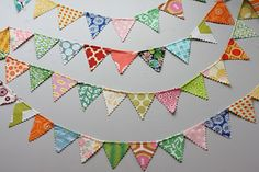 DIY - Pennant Flag Garland - instructions are for a mini pennant, but could adapt for larger size Mini Bunting, Mini Flags, Fabric Bunting, Fabric Garland, Scrap Fabric, Fabric Crafts, Sewing Crafts, Sewing Projects, Craft Projects