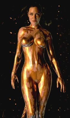 And this is Grendel's mother in the Beowulf film. The two are practically twins. Big thank you to Angelina for doing Beowulf justice. Fotos Da Angelina Jolie, Angelina Jolie Movies, Lara Croft, Brad Pitt, Woman Painting, Body Painting, Grendel's Mother, Beowulf, Image C
