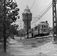 1967. Rákospalota-Újpest közötti villamos-felüljáró, 55-ös villamos az Árpád úti rámpán, háttérben az újpesti víztorony