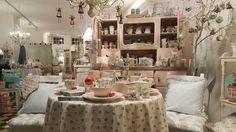 Foto - GoogleFotos Vintage Stores, Annie Sloan Chalk Paint, Vintage Furniture, Cupboard, Table Settings, Google, Home, Pictures, Homes