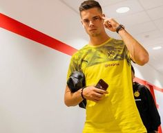 🤘 The Boys are in the house! Julian Weigl, Union Berlin, You Hurt Me, Boys, Mens Tops, Women, Fashion, Holiday, Dortmund
