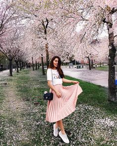 10 Outfit Ideas You Should Totally Try This Long Weekend – Star Style PH – travel outfit summer Japan Summer Outfit, Spring Outfits Japan, Japan Outfits, Travel Outfit Summer, Summer Outfits, Japan Spring Fashion, Japan Ootd, Travel Ootd, Japan Japan