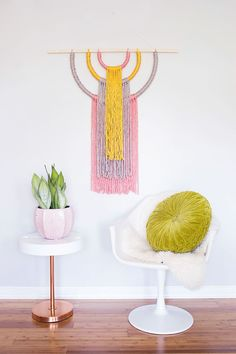 Statement Wall Hanging I love the character a bold decor piece can bring to a room. Wall Hanging Crafts, Yarn Wall Hanging, Diy Wall Art, Wall Hangings, Yarn Wall Art, Diy Hanging, Wall Tapestries, 3d Wall, Yarn Crafts