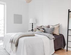 Muted Colors in a Scandinavian Bedroom via vaningen.se Scandinavian Bedroom Decor, Nordic Bedroom, Scandinavian Interior Design, Scandinavian Home, Ikea White Dresser, Grey Sheets, Minimalist Room, Headboard And Footboard, Beautiful Bedrooms