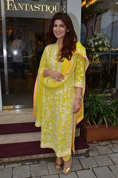 Twinkle Khanna in an outfit by Abu Jani Sandeep Khosla. Kurti Designs Party Wear, Kurta Designs, Blouse Designs, Indian Attire, Indian Ethnic Wear, Indian Outfits, Indian Clothes, India Fashion, Suit Fashion