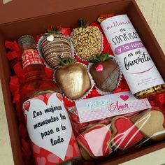 Engagement Gift Baskets, Engagement Gifts, Man Bouquet, Fathers Day Cake, Creative Desserts, Royal Icing Cookies, Chocolate Covered Strawberries, Coffee Cafe, Valentines Diy