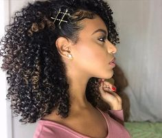 Tools bobby pins 19 Breathtaking and Easy Ways To Wear The Exposed Bobby Pin Trend Exposed Bobby Pin Hairstyles - 19 Breathtaking and Easy Ways to Wear the Exposed Bobby Pin Trend Curly Hair Styles, Curly Hair Cuts, Wavy Hair, Frizzy Hair, Kinky Hair, Thin Hair, Bobby Pin Hairstyles, Braided Hairstyles, Black Hairstyles