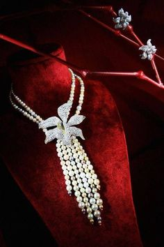 Pearls & Diamond necklace & earringsby: Cartier <3