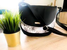 Sac Musette noir et blanc à plumes cousu par Laeticia - Patron Sacôtin