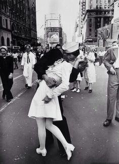 One of the most iconic photos in history taken on Victory over Japan Day, the Alfred Eisenstaedt Kissing on VJ Day in Times Square Wall Art is perfect for adding a touch of history to your wall. The picture shows a sailor kissing a nurse in Times Square. Times Square, Life Magazine, Top Photos, Robert Doisneau, Iconic Photos, Famous Photos, Legendary Pictures, Amazing Photos, Famous Portraits