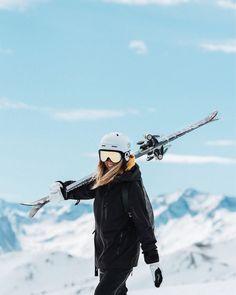 SAALBACH POSTCARD (Lisa Olsson – The winter holidays have always been enjoyable and enjoyable. Mode Au Ski, Winter Poster, Ski Bunnies, Shotting Photo, Ski Girl, Snow Pictures, Ski Fashion, Arab Fashion, Sporty Fashion