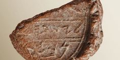 Fox News, James Rogers: Archaeologists in Israel say that they have found a clay seal mark that may bear the signature of the Biblical Prophet Isaiah. The stamped clay artifact was f… Bible Hébraïque, Hebrew Bible, Bible Truth, Eilat, Book Of Isaiah, King Hezekiah, Prophet Isaiah, Meridian Magazine, Alphabet