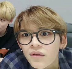 Jaehyun so easy to feel bored, tapi Lucas nggak. Lucas Nct, Memes Funny Faces, Funny Kpop Memes, Winwin, Jaehyun, Nct 127, K Meme, Cute Love Memes, Pre Debut