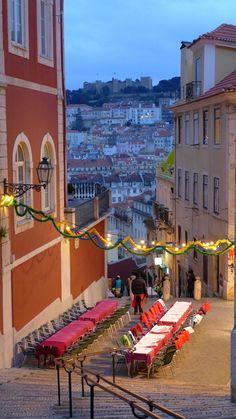 Lisbon, Portugal Uma boa surpresa foi Lisboa, que mesmo no inverno, 2011, os restaurantes colocam as mesas nas ruas, com aquecimento adequado e logico.