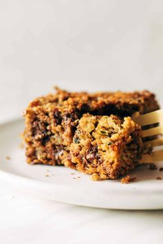 These Almond Butter Chocolate Chip Zucchini Bars are wholesome and perfect and just everything your summer needs! Made with oats, almond butter, zucchini, dates, and maple syrup. So many feel-good ingredients packed into one bar! #zucchini #dessert #healthy Healthy Baking, Healthy Desserts, Delicious Desserts, Dessert Recipes, Yummy Food, Zucchini Bars, Zucchini Muffins, Oat Flour Recipes, Meal Prep For The Week