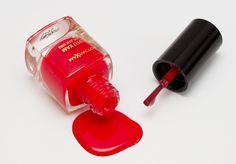 Prevent having stuck nail polish - http://heeyfashion.com/2015/08/prevent-having-stuck-nail-polish/