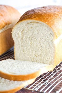 This is a classic white bread recipe, and so easy! The loaves bake up incredibly… This is a classic white bread recipe, and so easy! The loaves bake up incredibly tall, soft and fluffy… the perfect white bread! Tasty, Yummy Food, Bread Rolls, Croissants, Bread Baking, Bread Food, Cooking Recipes, Cooking Rice, Cooking Ham