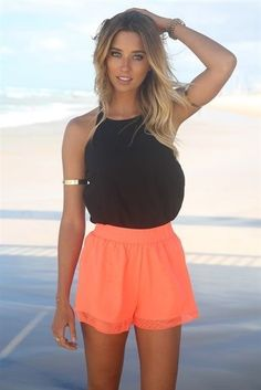 ♡ I absolutely love this outfit. this reminds me of like an outfit fit for a cruise, because of the bright orange tropical shorts ♡ Summer Wear, Spring Summer Fashion, Spring Outfits, Look Fashion, Fashion Outfits, Womens Fashion, Estilo Boyish, Mode Shorts, Looks Teen