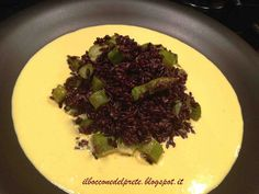 Riso venere con asparagi e crema di ricotta allo zafferano Ricotta, My Recipes, Italian Recipes, Slow Food, Couscous, Food Styling, Cabbage, Food And Drink, Dining