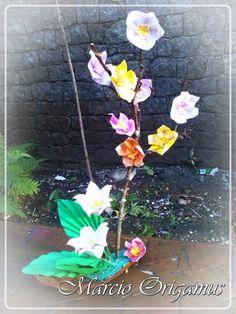 Oribana feita por o para sorteio no Grupo Origami Zig Zag - obs: flores do Livro Origami em Flor de Vera Young e Flaviane Koti