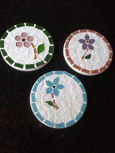 image Mosaic Stepping Stones, Stone Mosaic, Mosaic Glass, Mosaic Birds, Mosaic Flowers, Mosaic Crafts, Mosaic Projects, Mosaic Tray, Mosaic Supplies