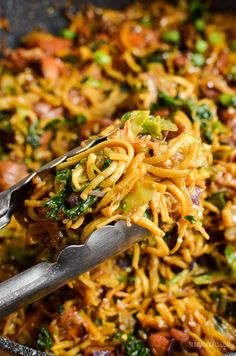 Slimming Slimming Eats Asian Chicken with Noodles - gluten free, dairy free, Slimming World and Weight Watchers friendly Slimming World Dinners, Slimming World Recipes Syn Free, Slimming Eats, Slimming Word, Slimming World Noodles, Slimming World Lunch Ideas, Weight Watchers Chicken, Weight Watchers Meals, Healthy Eating Recipes
