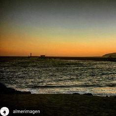 Puesta de sol. Poniente de Almería desde la playa de Almadrabillas. #almeria #costadealmeria #playasdealmeria #turismoalmeria #imagenesalmeria
