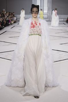 Giambattista Valli  wedding dress -  Vogue Selection #hauteCouture #Vogue #GiambattistaValli