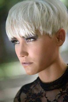 Even weer wat anders: 10 trendy korte kapsels met een pony, die jouw gezichtsuitdrukking accentueren! - Kapsels voor haar