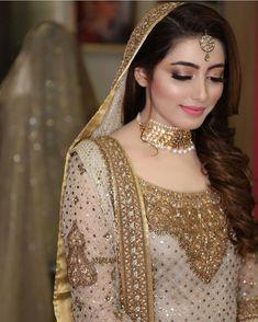 bride and wedding image Pakistani Bridal Makeup, Bridal Mehndi Dresses, Pakistani Wedding Outfits, Bridal Outfits, Bridal Lehenga, Indian Bridal, Desi Bride, Bride Look, Pakistan Bride