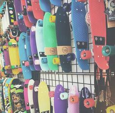 My fave type of skate board penny Board Skateboard, Penny Skateboard, Skateboard Design, Skateboard Girl, Skates, Tumblr Quality, Girls Football Boots, Abercrombie Girls, Cool Skateboards