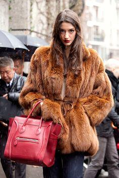 Street style moda en la calle tendencias fur | Galería de fotos 27 de 45 | Vogue México
