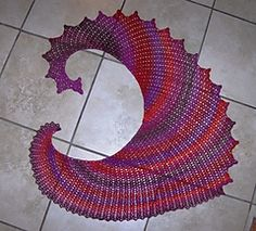 Lizardfree crochet shawl pattern in German with charts by