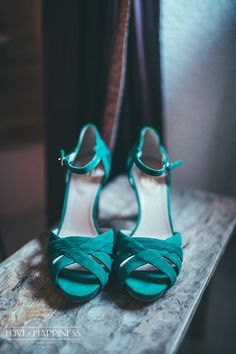 Una novia que se atreve con zapatos verde {Foto, Sara Frost, Love & Happiness} #zapatosdenovia #bridalshoes #tendenciasdebodas