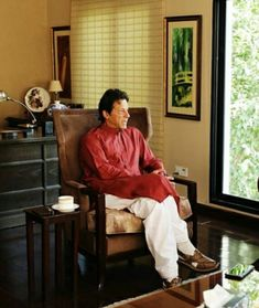 While Chairman of PTI Imran Khan interview with David Rose. Imran Khan Pakistan, Reham Khan, David Rose, King Of Hearts, Prime Minister, Interview, Travel, Viajes, Destinations