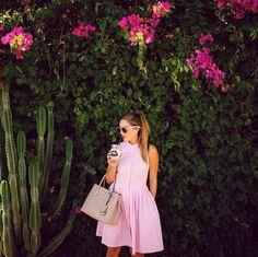 Pin for Later: DAS sind die besten Outfits für eure Instagram Bilder – wissenschaftlich bewiesen!  Doch auch wenn ihr die Pastelltöne vor einem dunklen Hintergrund tragt, stecht ihr so richtig heraus.
