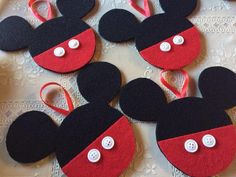 to Make Felt Mickey & Minnie Ornaments Use tacky glue to attach buttons.Use tacky glue to attach buttons. Mickey Mouse Christmas Tree, Mickey Mouse Ornaments, Disney Ornaments, Christmas Ornaments To Make, Christmas Projects, Felt Crafts, Kids Christmas, Holiday Crafts, Bricolage Noel