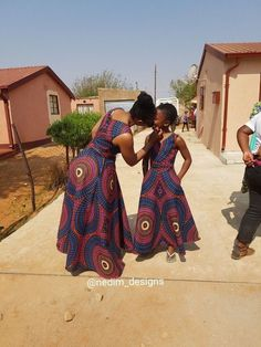 Choose from the best and beautiful matching African ankara styles for mother and daughter. These ankara styles are meant for stunning mother and daughter African Wear Dresses, African Wedding Dress, African Fashion Ankara, African Fashion Designers, African Print Fashion, African Clothes, African Prints, African Outfits, Ankara Styles For Kids