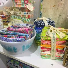 25 organizing ideas for sewing room - The Little Mushroom Cap: A Quilting Blog Sewing Room Organization, Craft Room Storage, Organizing Ideas, Quilting Tutorials, Quilting Projects, Sewing Projects, Bobbin Storage, Quilt Ladder, Scrapbook Box