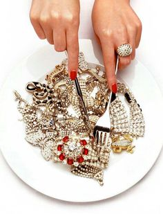 its whats for dinner repost Mood Passion & Glamour // Style Icons // Old Hollywood // Pure Seduction // Estate Vintage Antique Fine Jewelry // Artifact Adornment Bling Bling, Jewelry Photography, Fashion Photography, Make Up Cosmetics, Boujee Aesthetic, Jewelry Editorial, Foto Art, Rich Girl, Hollywood Glamour