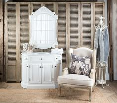 Love this vintage dressing table