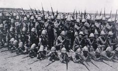 British infantry during the Second Boer War. Formed in defensive square. British Armed Forces, British Soldier, British Army, War Novels, World Conflicts, Age Of Empires, British Colonial, Zulu, Military History