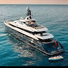 Bateau Yacht, Super Yachts, Luxury Yachts, Motor Boats, Luxury Lifestyle, The Incredibles, Guns, Ships, Ford