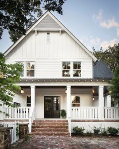 The farmhouse exterior design totally reflects the entire style of the house and the family tradition as well. The modern farmhouse style is not only for interiors. It takes center stage on the exterior as well. Exteriors are adorned with . Modern Farmhouse Exterior, Farmhouse Design, Farmhouse Style, American Farmhouse, Farmhouse Front, Farmhouse Landscaping, Southern Farmhouse, Farmhouse Decor, Southern Living