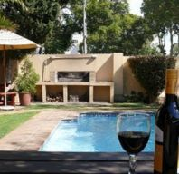 4 Great International Hostels for Less Than Cape Town Hotels, Outdoor Pool, Outdoor Decor, Smoking Room, Hostel, Hiking Trails, Hotel Offers, Backpacking, Golf Courses